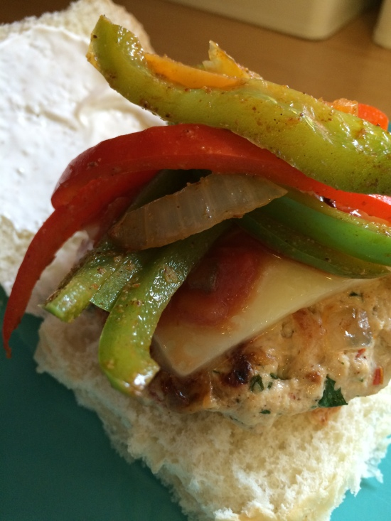 Fajita Turkey Burgers | via MyOtherMoreExcitingSelf.wordpress.com #SwitchToTurkey #JennieO #TurkeyEveryday